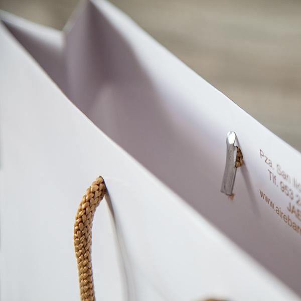Bolsa de papel asa cordón